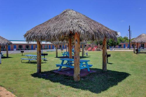 Shark Reef Resort Motel & Cottages - Port Aransas, TX 78373