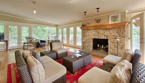Warm Springs Inn & Winery - Wenatchee, WA 98801
