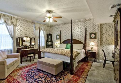 Rose Manor Bed & Breakfast