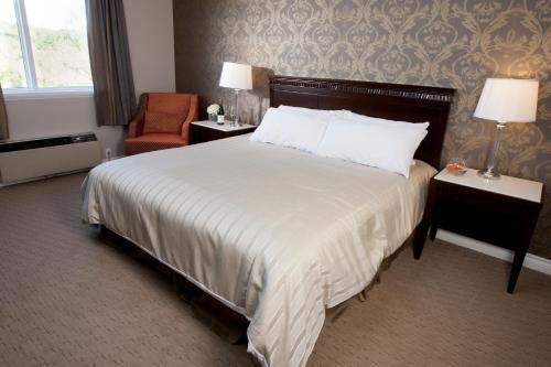 Elmhurst Inn & Spa - Ingersoll, ON N5C 3K1