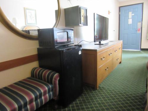 Econo Lodge Pooler - Savannah I-95 - Pooler, GA 31322