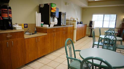 Wesley Inn - Wichita, KS 67208