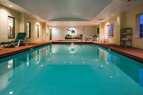 Country Inn & Suites by Radisson, Pensacola West, FL Photo