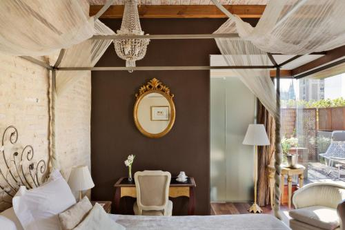Deluxe Room with Terrace and Jacuzzi® Hotel Casa 1800 Sevilla 3