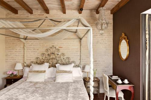 Deluxe Room with Terrace and Jacuzzi® Hotel Casa 1800 Sevilla 4