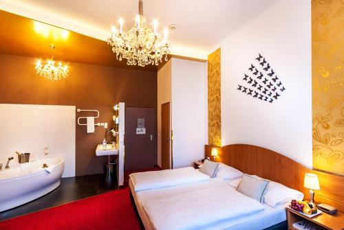 Boutique Hotel Donauwalzer photo 70