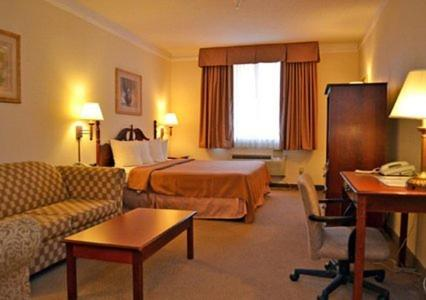 Econo Lodge Inn & Suites Douglasville Photo