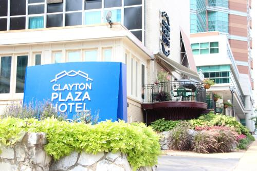 Clayton Plaza Hotel Photo