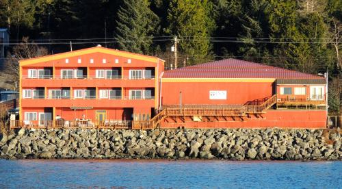 Cascade Creek Inn & Charters - Sitka, AK 99835
