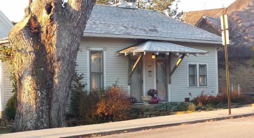 Cabin 360 - Nashville, IN 47448