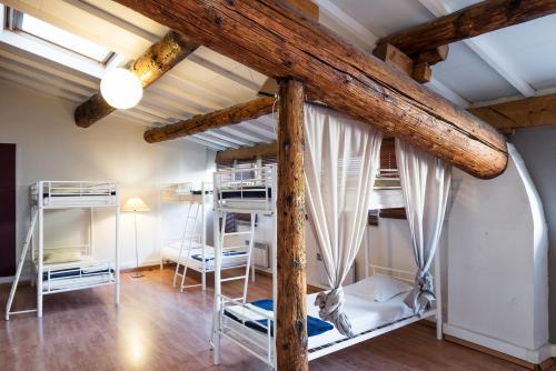 Hostel vertigo vieux port auberge de jeunesse 38 rue - Auberge de jeunesse marseille vieux port ...