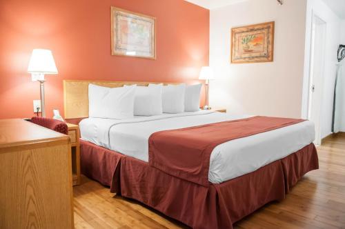 Econo Lodge Old Town Albuquerque Photo