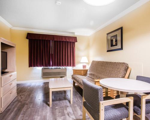 Econo Lodge Fontana Photo