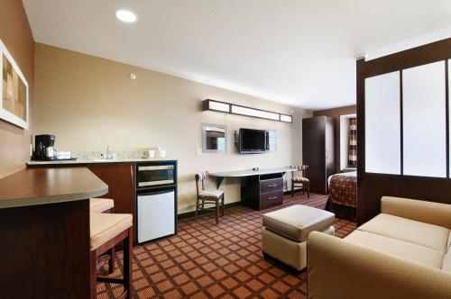 Microtel Inn & Suites by Wyndham Austin Airport photo 9