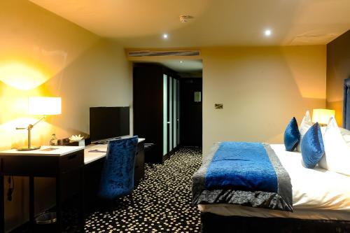 Ten Square Hotel - 5 of 28