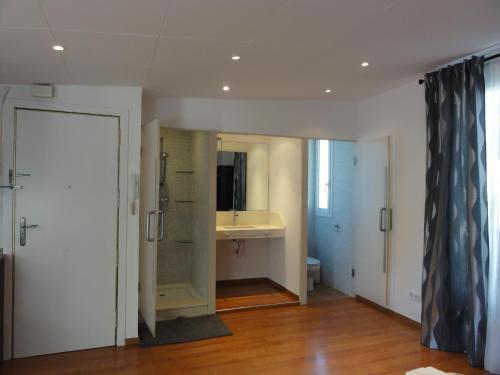 Apartamentos Barcelona - Iberia photo 6