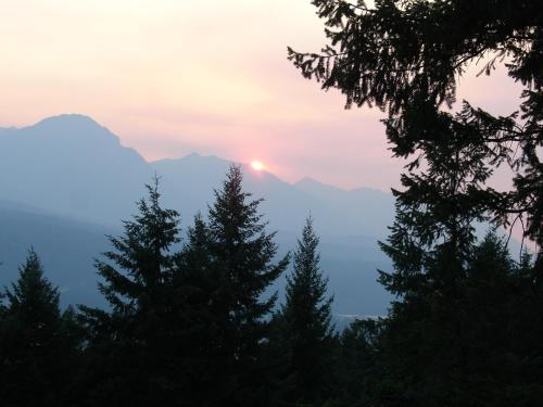 Le Beausoleil Bed And Breakfast - Golden, BC V0A 1H1