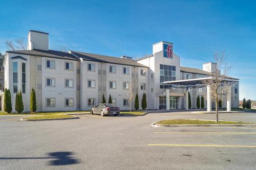 Motel 6 Peterborough Photo
