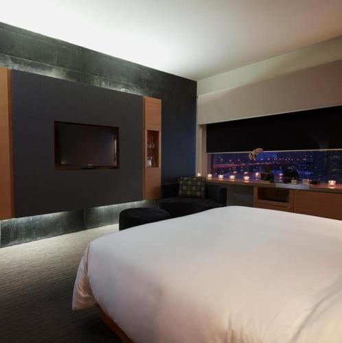 Hotel Le Germain Maple Leaf Square - Toronto, ON M5J 0A1