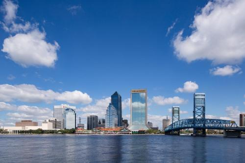 DoubleTree by Hilton Jacksonville Riverfront, FL Photo