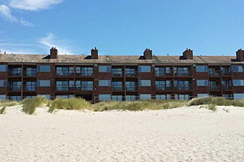 Cozy Cove Beachfront Resort Inn Photo