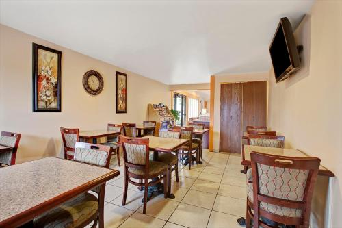 Knights Inn Greenburg - Greensburg, PA 15601