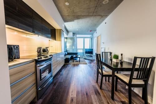 Gladstone Suites - Toronto Central - Toronto, ON M6J 0B3