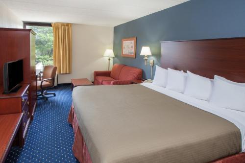 AmericInn Hotel & Suites Schaumburg Photo