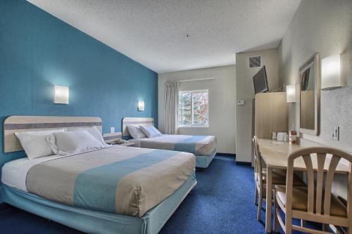 Motel 6 London - London, ON N6E 1L5