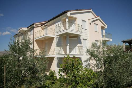 One-Bedroom Apartment in Okrug Gornji IV