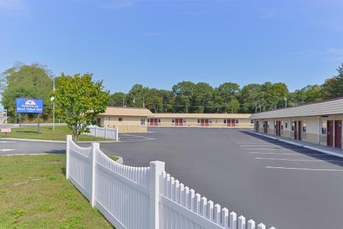 Americas Best Value Inn - Port Jefferson Station Long Island Photo