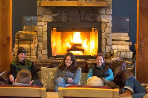Evergreen Lodge at Yosemite Photo