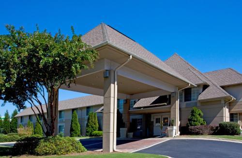 Holiday Inn Express Braselton - Braselton, GA 30517