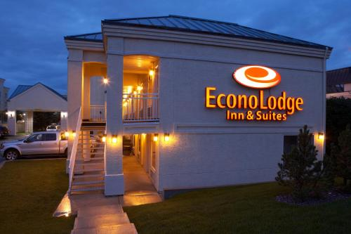 Econo Lodge Inn & Suites University Photo