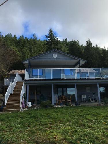 Sea View Villa - Madeira Park, BC V0N 2H0