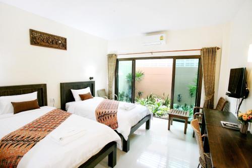 Bann Na Khon Hotel