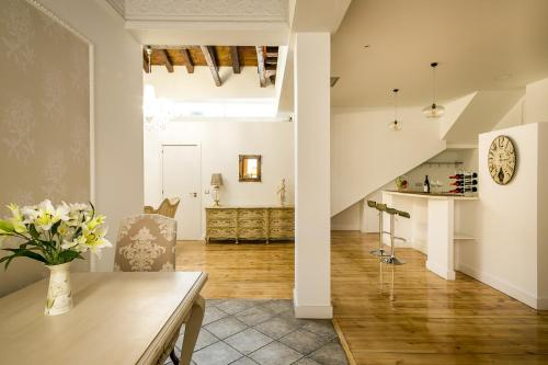 Habitación Doble Deluxe interior Hostal Central Palace Madrid 7
