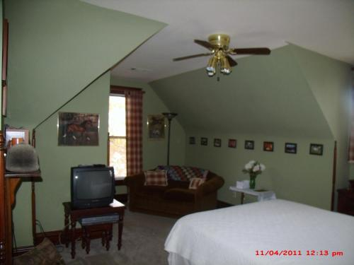 The Corner House Bed & Breakfast - Nicholasville, KY 40356