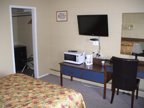 Traveller Motel - Cranbrook, BC V1C 3T1