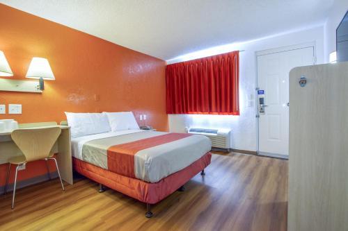 Motel 6 Phoenix - Northern Avenue Photo