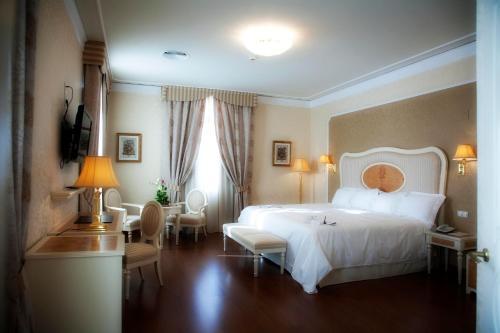 Suite Hotel Santa Isabel 1