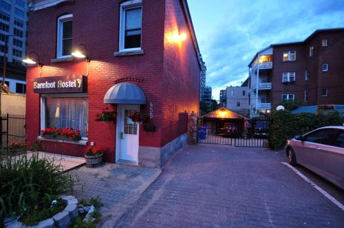 Barefoot Hostel - Women Only - Ottawa, ON K1N 7J8