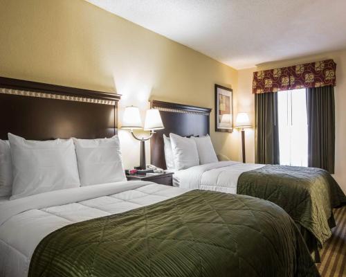 Quality Inn & Suites Haywood Mall Area Photo