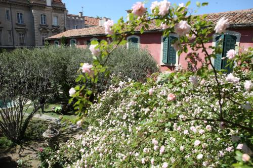 3 Rue Gaston Maruéjols, 30000 Nîmes, France.