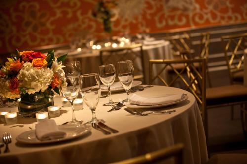Hotel Lombardy Photo