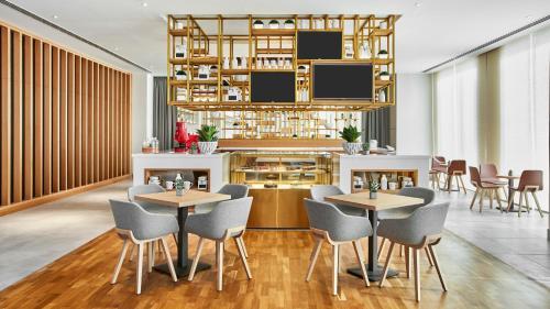Hilton garden inn dubai mall of the emirates hotel review