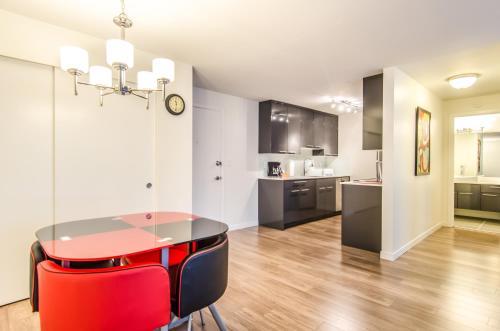 Puget Sunrise Apartment - Seattle, WA 98119
