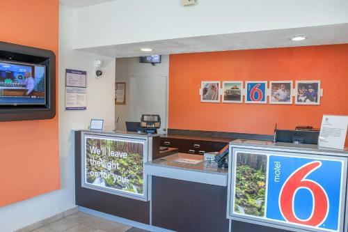 Motel 6 Ukiah Photo