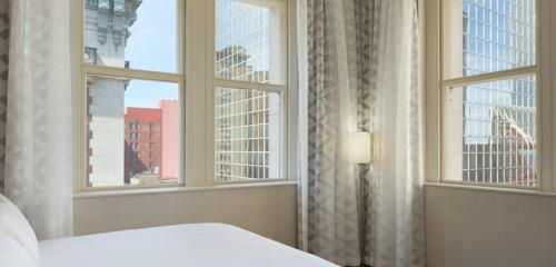 Embassy Suites Louisville Downtown - Louisville, KY 40202