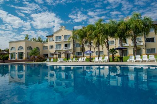 Foto de Howard Johnson Pilar Resort Spa & Convention Center